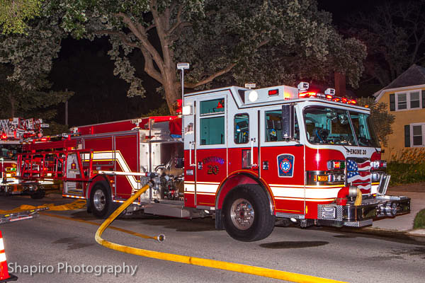 Deerfield Bannockburn FPD Pierce fire engine at scene at night Larry Shapiro photography shapirophotography.net