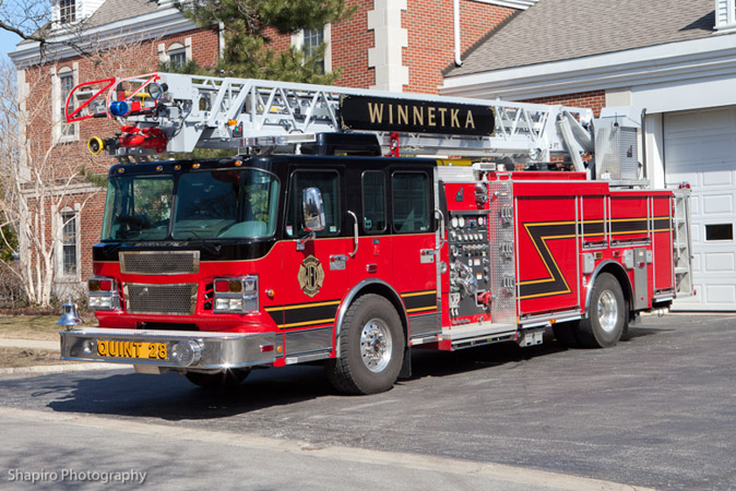 Winnetka Fire Department Spartan Sirius Smeal quint Truck 28