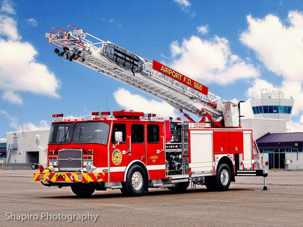 Cincinnatti Northern Kentucky Aiport FD Truck 960 2012 E-ONE quint Larry Shapiro Photography